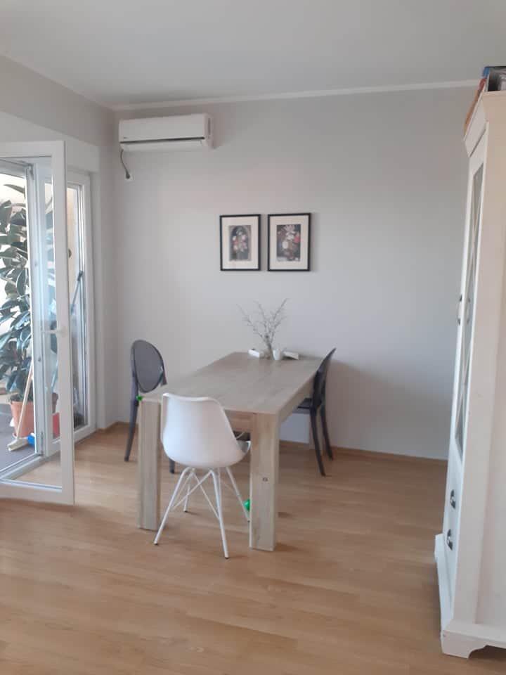 Prostrani 1-soban stan u Budvi, Lazi
