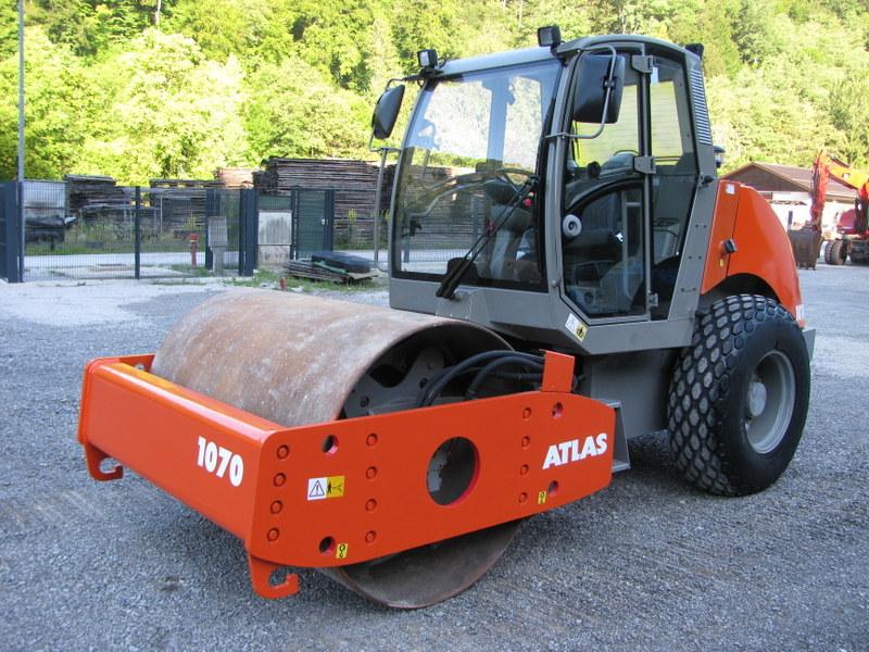 Valjak ATLAS 1070 težina 7.700kg