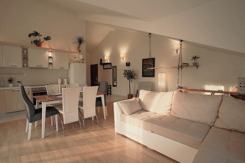 Iznajmljujem Lepi Apartman 82 sq m