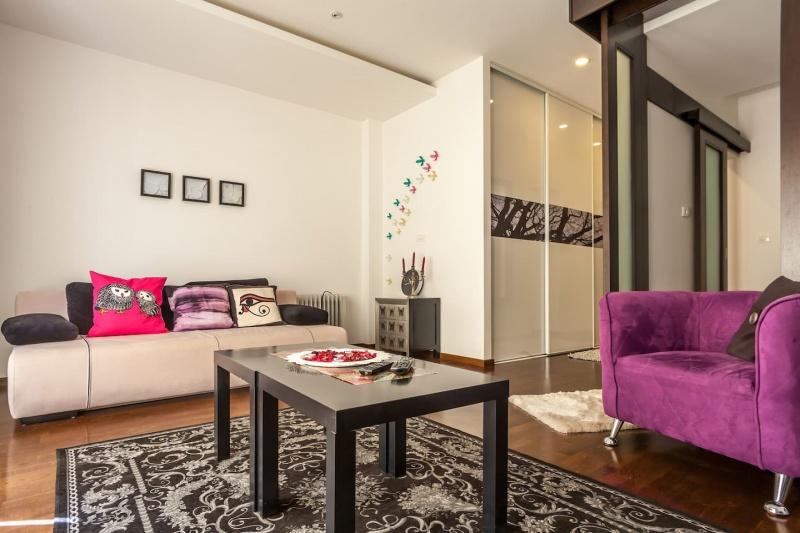 Hot ponuda! Prodaje se luksuzan jednosoban stan u Budvi