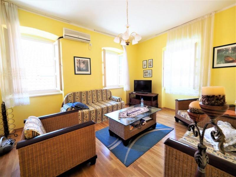 Dvosoban apartman u Starom Gradu Budve za dugoročni zakup
