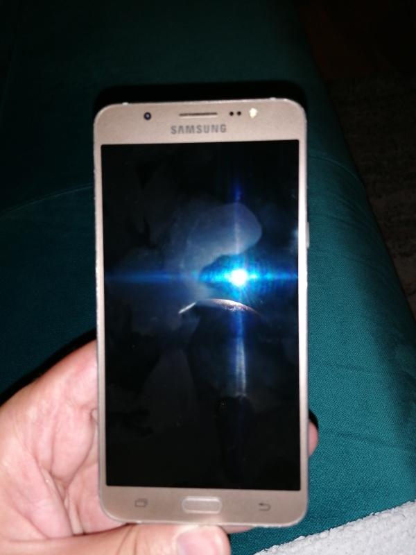 Prodajem Samsung Galaxy J7(2016)
