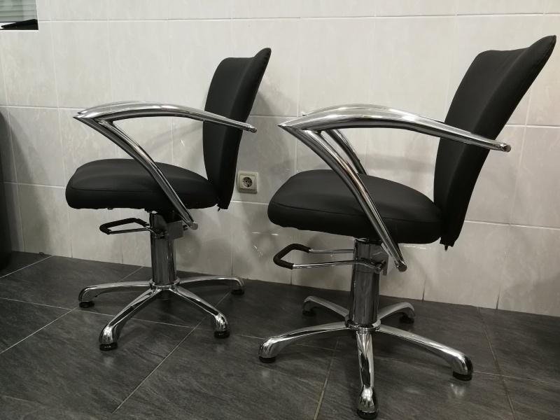 Dvije frizerske stolice