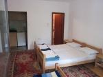apartman sa 3 kreveta i posebnim kupatilom i kuhinjom galerija slika